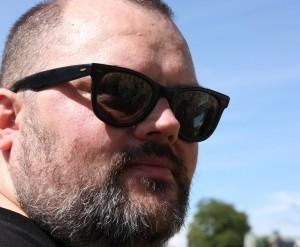 Janne Auvinen aurinkolaseissa